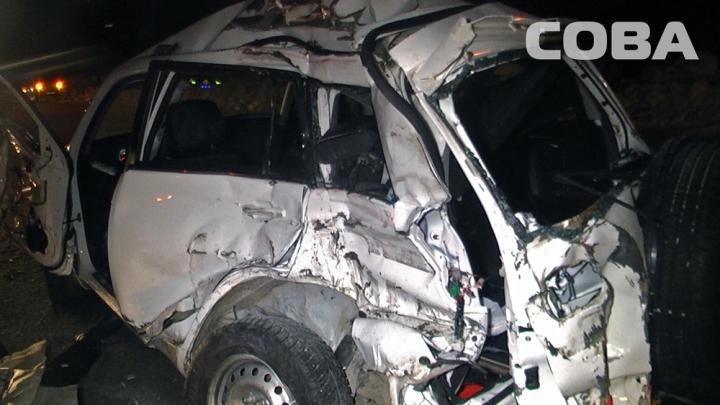 Под Екатеринбургом шофёр иномарки умер вДТП с фургоном