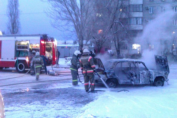 Засутки вВолгоградской области пироманы сожгли две иномарки