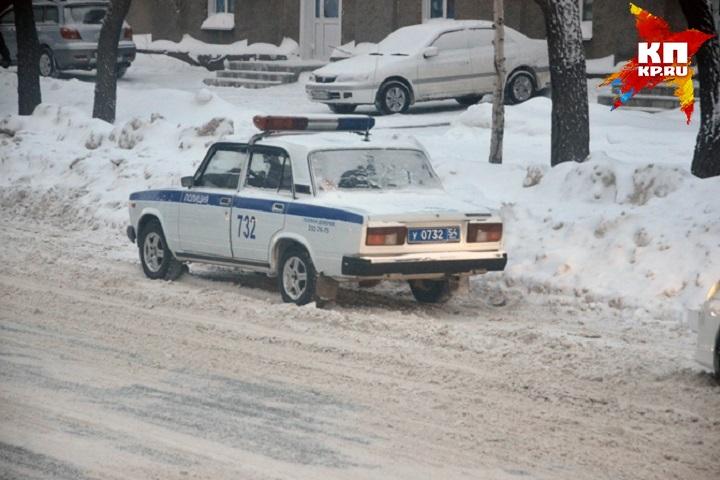 Под Новосибирском дети угодили под колеса машины