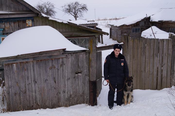 Климовский кинолог спас человека изгорящего дома