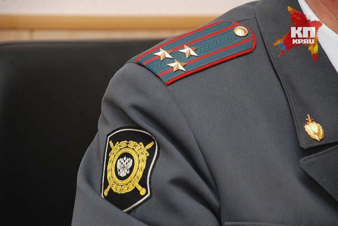 Красноярских полицейских отстранили задраку сдевушкой