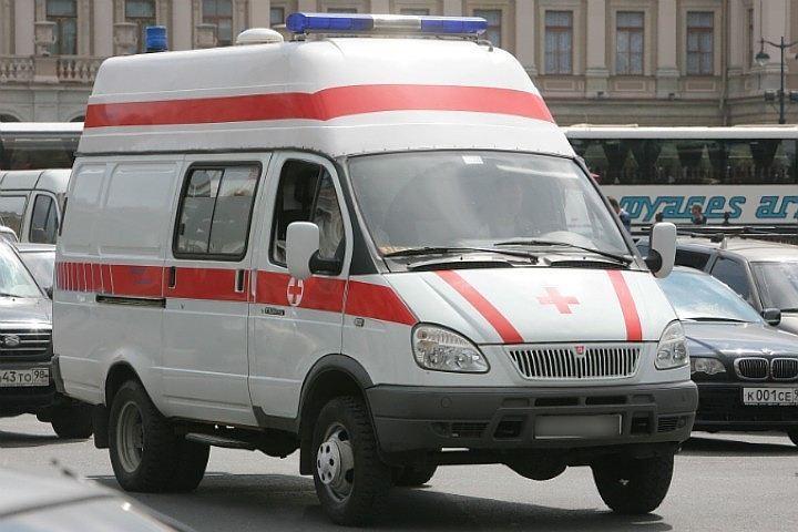 Пенсионер, выпав с3 этажа наУчительской, скончался в клинике Петербурга