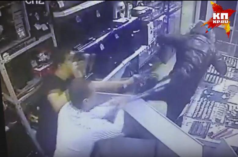 Полицейские разыскивают мужчину, который пытался ограбить ломбард наБардина