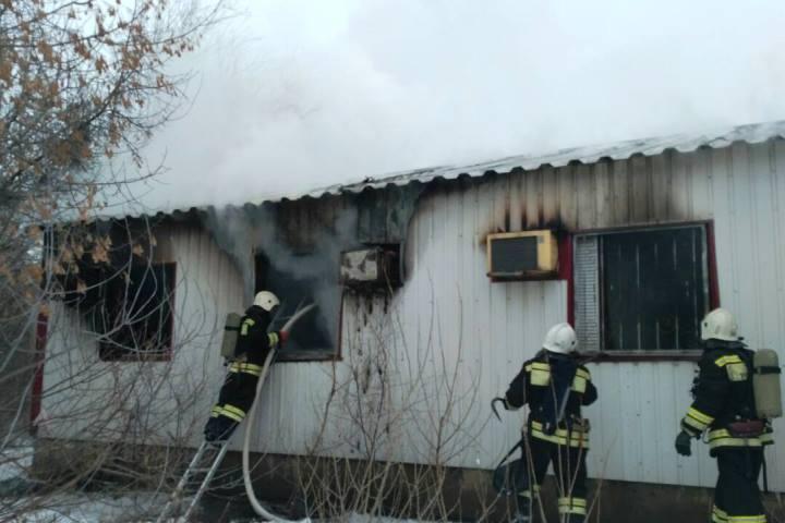 ВВолгограде гасят многоквартирный дом: эвакуировано 40 жильцов