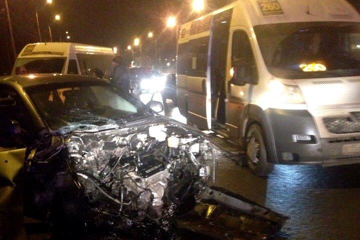 ВСоветском районе иностранная машина врезалась вмаршрутку изВолжского