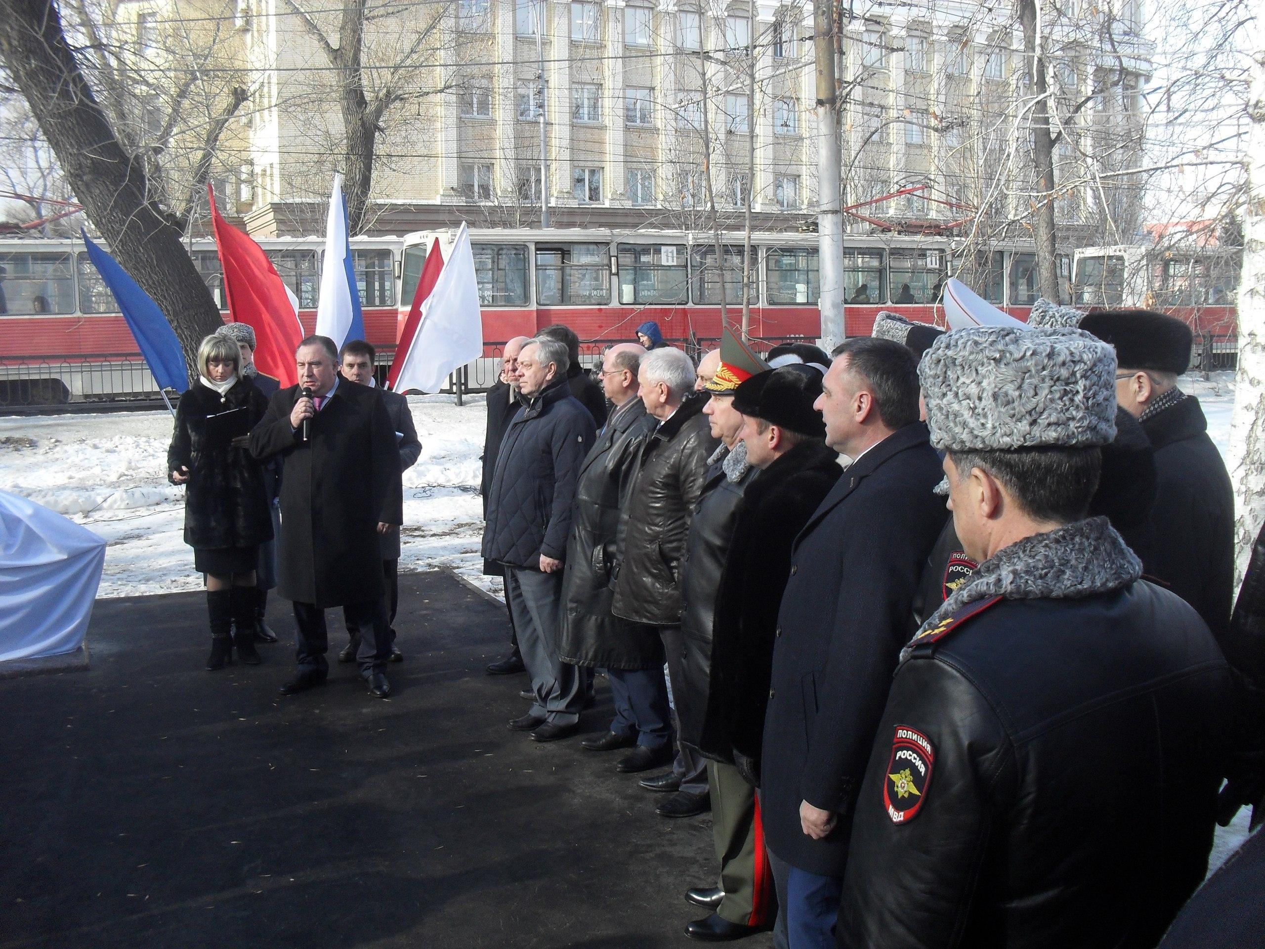 ВСаратове открыли аллею имени Героя России генерала Анатолия Романова