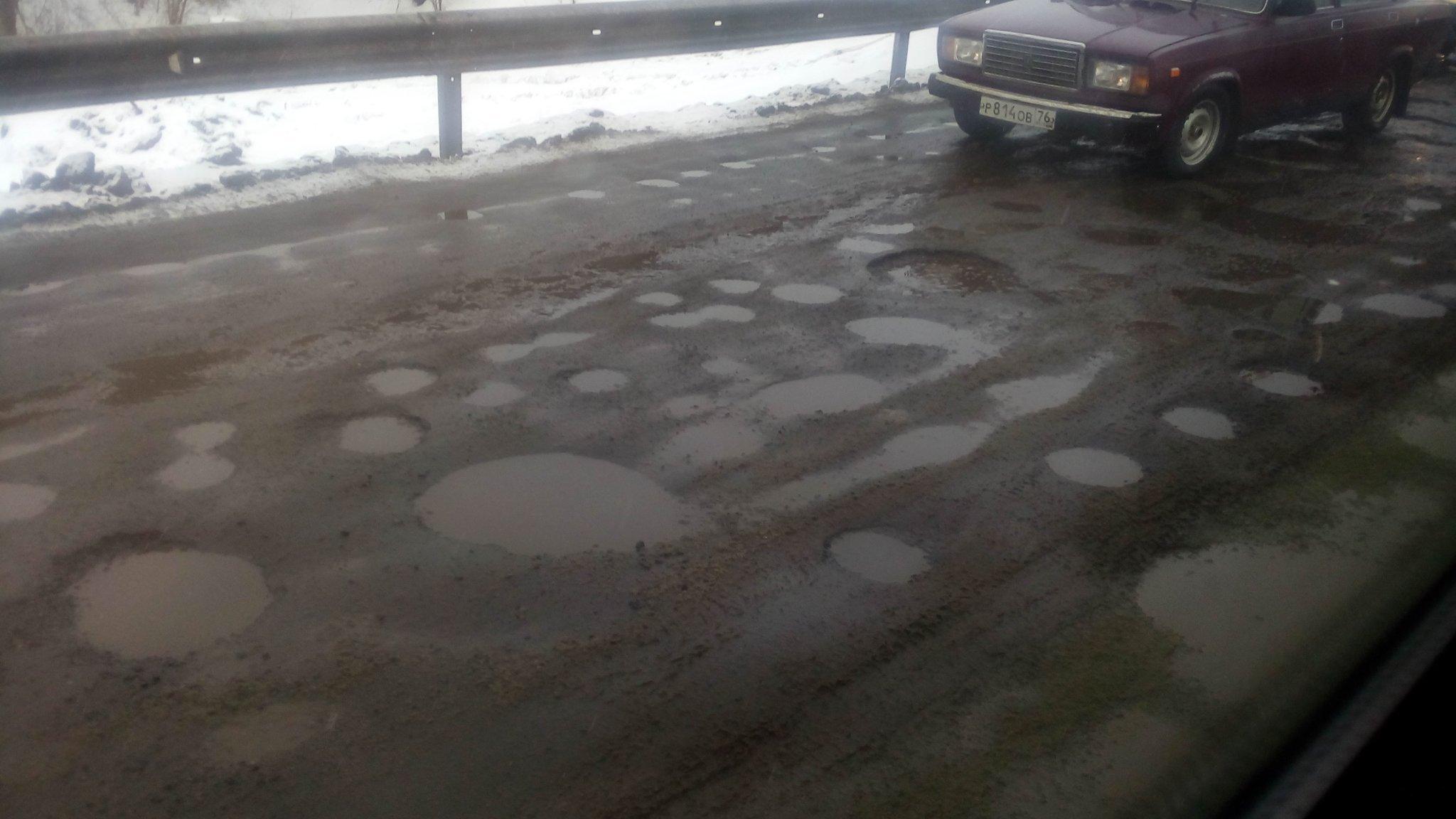 """""""Лунные кратеры"""" на Рыбинской дороге. Фото: Евгения КУЗНЕЦОВА."""
