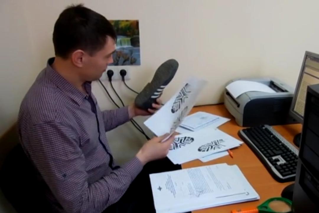 ВКрымске полицейские задержали похитителей сигарет последу отобуви