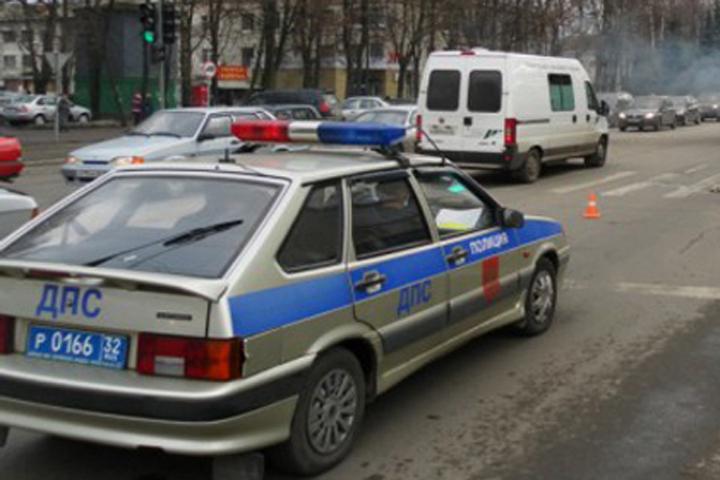 ВБрянске шофёр разыграл спектакль после наезда надерево