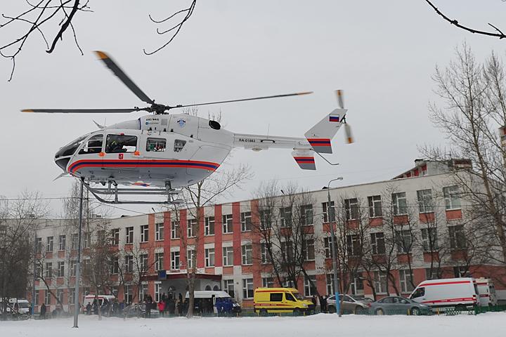 Заранеными при ДТП в столице России детьми прилетел вертолет