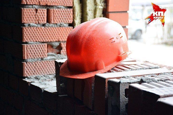 ВПарголово мигрант упал с21-го этажа новостройки иразбился насмерть