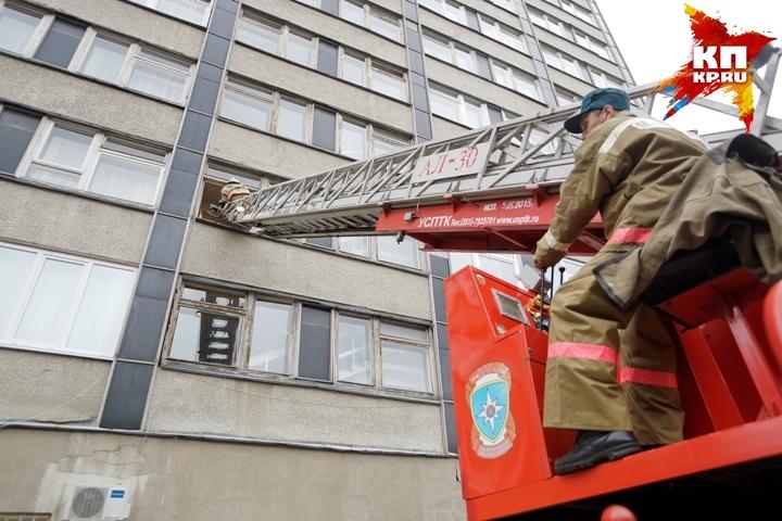 ВЕкатеринбурге из-за пожара вподвале эвакуировали 30 человек