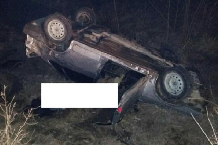 Одного погибшего итроих пострадавших обнаружили вопрокинувшемся автомобиле наСтаврополье