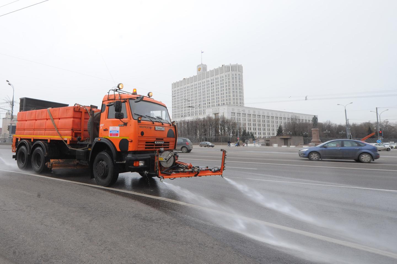 Коммунальные службы начали уборку в столицеРФ после зимы