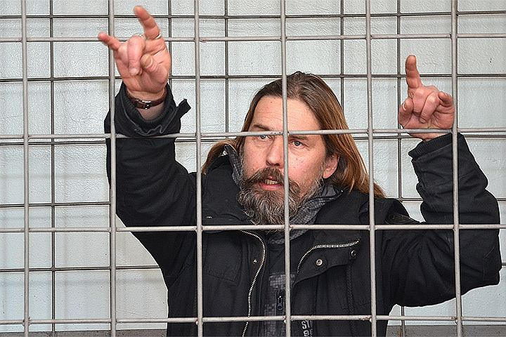 Осужденный вЧерногории лидер «Коррозии металла» бежал вИталию— супруга