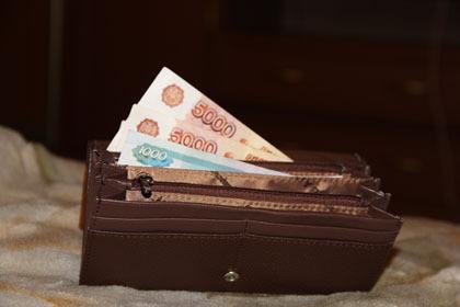 Случайный знакомый похитил усмолянки кошелек, вкотором было 55 тыс. руб.