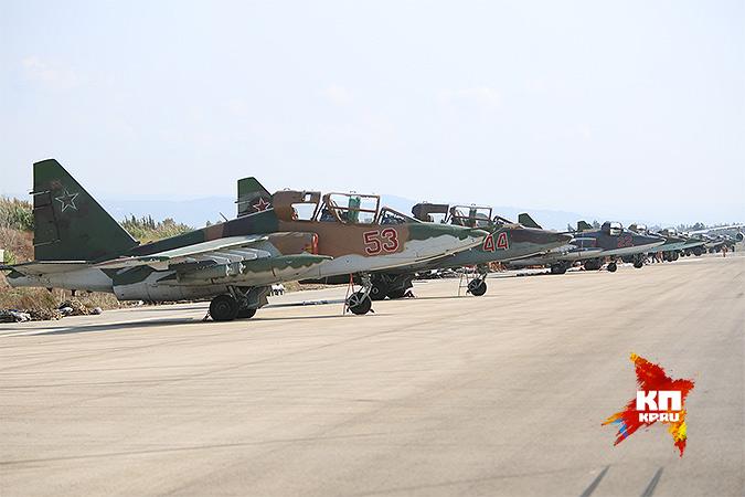 Российские штурмовики Су-25 на авиабазе в Сирии. Фото: Александр КОЦ, Дмитрий СТЕШИН