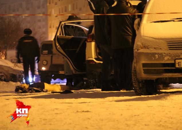 Шокирующая деталь: когда из почти не пострадавшей машины вытащили тело ревнивца, он оказался без штанов. Фото: Вадим АЛЕКСЕЕВ