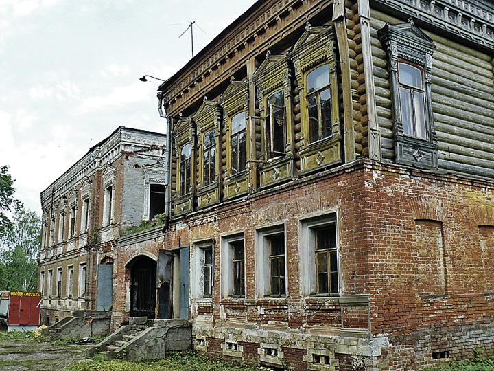 Так было. Опасные руины в Талицах реставраторы превратили в уютное здание. Фото: Альбина ХАЙРУЛЛИНА