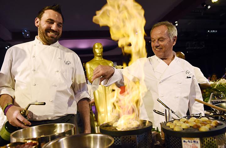 Помогать шеф-повару Вольфгангу Паку (справа) во время банкета будут 325 поваров. Фото: EAST NEWS.