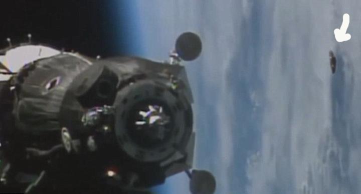 НЛО, снятое с борта МКС во время недавней стыковки с грузовым кораблем.