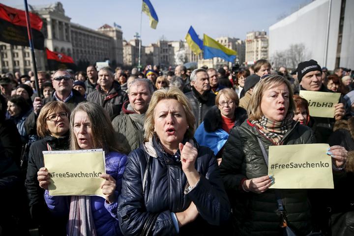 Судьба Надежды Савченко чуть ли не с первых дней задержания превратилась в субъект пропаганды Фото: REUTERS