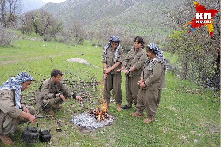 Курдские партизаны в горах Кандиля, на границе Ирака и Турции Фото: Дарья АСЛАМОВА