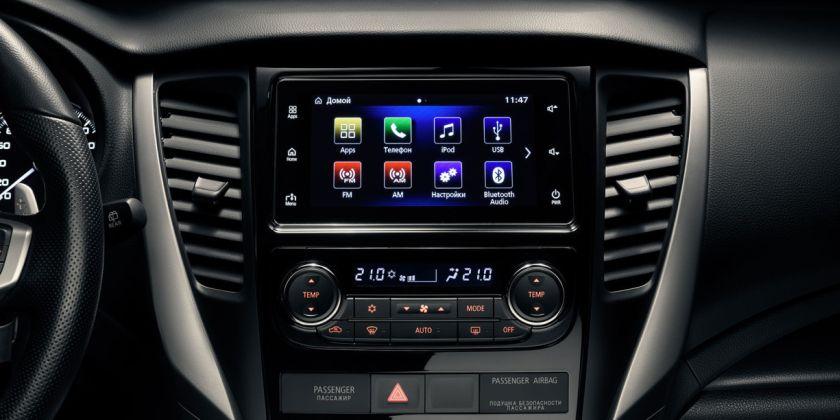 В списке оборудования фигурирует мультимедийная система Mitsubishi Connect с поддержкой Apple CarPlay, а также раздельный климат-контроль и система кругового обзора