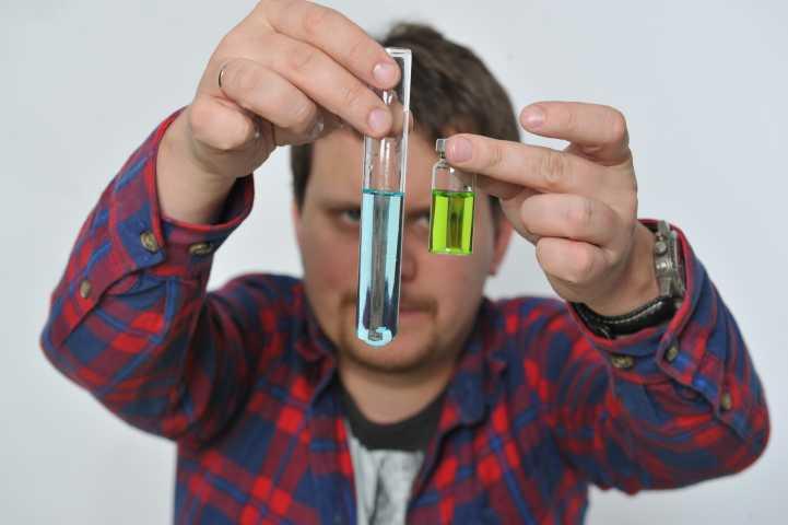 ВПетербурге изъяли 17 тыс. литров стеклоочистителя сосмертельным метанолом