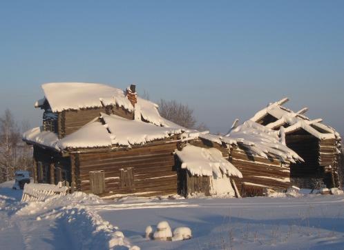 7 лет назад музей Михалева мог выглядеть, как и этот заброшенный дом в деревне Рогачиха. Фото: Ольга КАШИНЦЕВА