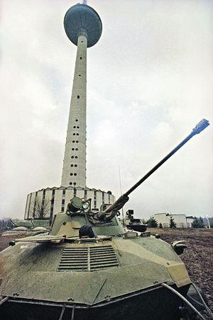 Битва двух брендов - вильнюсской телебашни и советского танка - будет страшной...