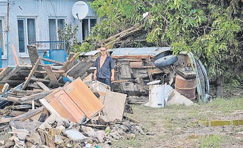 Обитатели Крымска вряд ли смогли бы спасти свои дома от разгула стихии, даже если бы их предупредили о наводнении за несколько часов. Фото: Владимир ВЕЛЕНГУРИН
