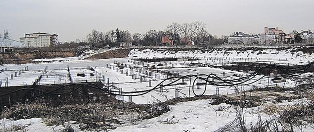 Котлован и несколько бетонных плит - это и есть жилой комплекс «Заречье-2».