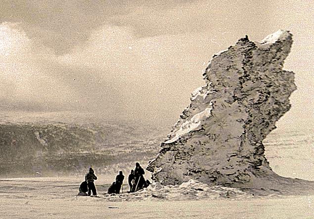 1959 год. Поисковая группа вышла к перевалу в надежде найти пропавшую группу Дятлова.