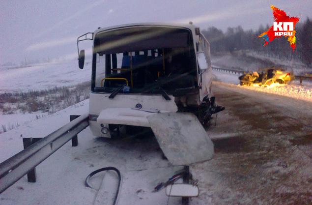 В момент ДТП в автобусе находились 9 человек: 7 пассажиров и 2 водителя. Фото: ГУ МЧС по Нижегородской области
