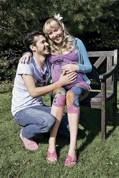 «Прорепетировав» беременность  в «Реальных пацанах», Маша решила стать мамой не только в кино (с актером Станиславом Тляшевым). Фото: канал ТНТ.