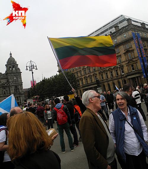 Литовский флаг Фото: Галина САПОЖНИКОВА