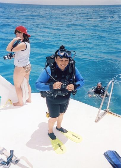 Побывать на Красном море и не нырнуть с аквалангом? Сания-апа считает, что от жизни нужно брать все. Фото: из личного архива