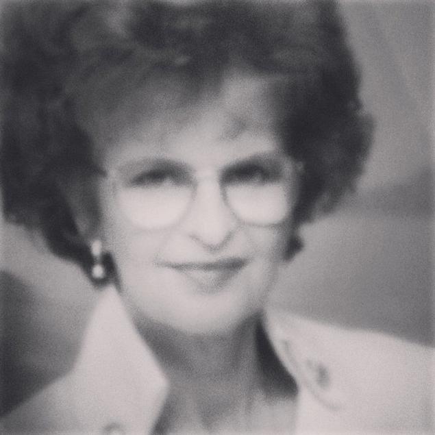 Бадди опубликовала снимок себя в молодости – с черно-белого кадра смотрит строгая дама, чем-то похожая на героиню Дастина Хоффмана из фильма «Тутси».