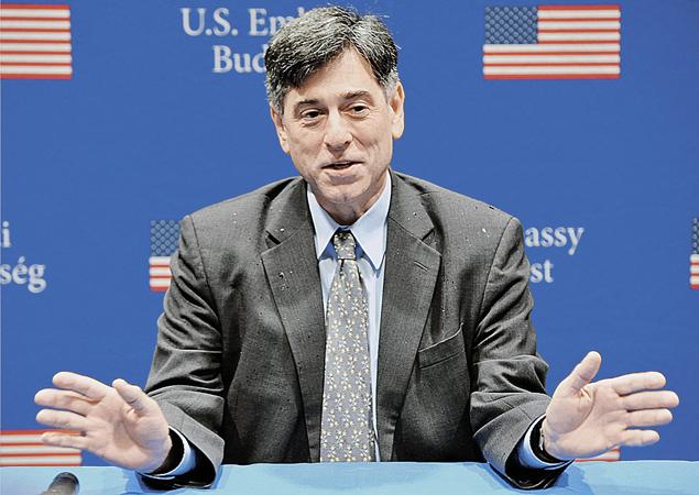 Временный поверенный в делах США в Венгрии Андре Гудфренд лично ходил на будапештский «майдан». Фото: EAST NEWS