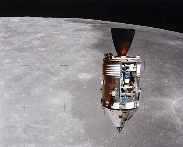 """Корабль """"Индевор"""" с командным модулем - он оставался на орбите Луны"""