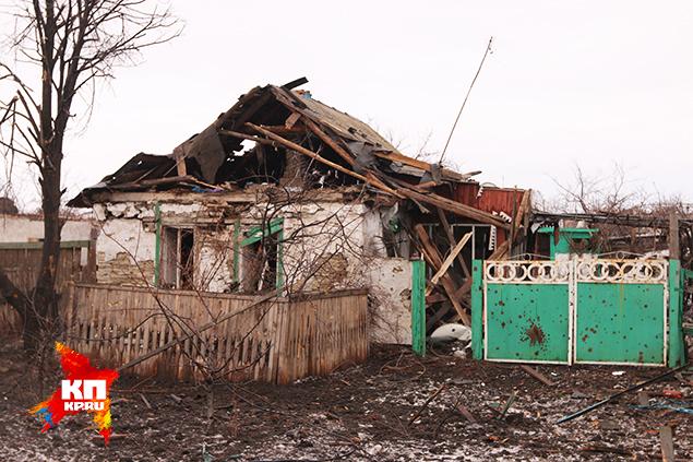 Из своих домов в Никишино люди разбежались по обе стороны фронта. Фото: Александр КОЦ, Дмитрий СТЕШИН