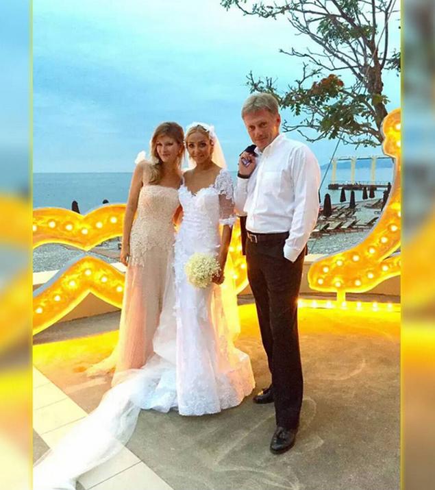 Дмитрий Песков, Татьяна Навка и жена Олега Митволя Фото: Личная страничка героя публикации в соцсети