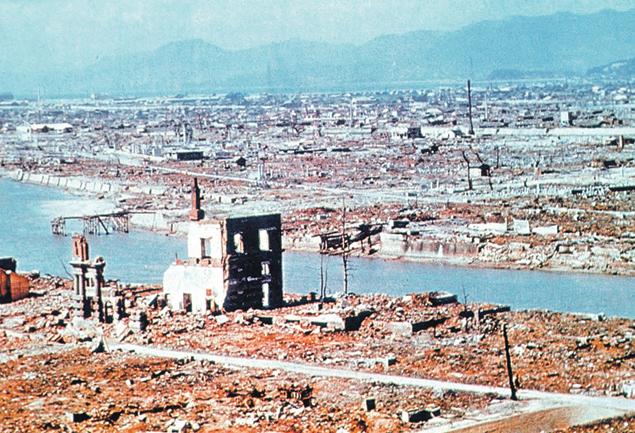 Так выглядела Хиросима на следующий день после удара.  Мощный взрыв уничтожил до 90% всех зданий в городе. Фото: ТАСС
