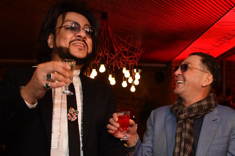 «В Питере — пить» и «Глаза цвета виски»: самые «горячительные» хиты российских звезд