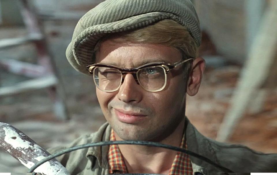 Кто такой Шурик из «Кавказской пленницы» и откуда он взялся: история самого родного персонажа советского кино