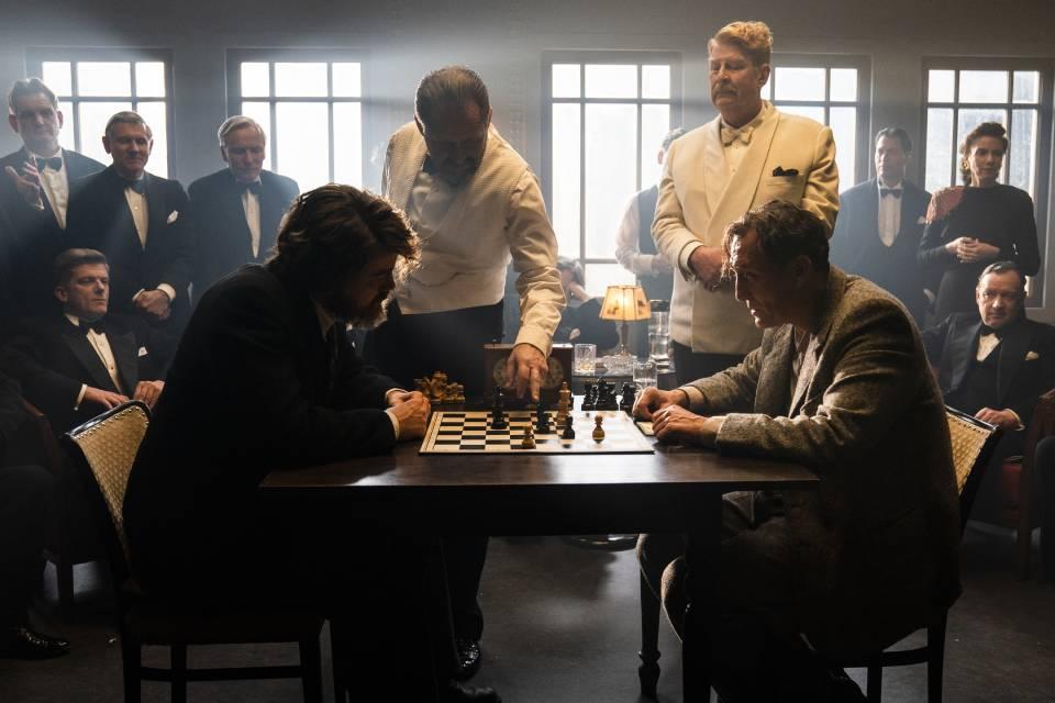 Фильм «Королевская игра»: история о человеке, который сражается с абсолютным злом