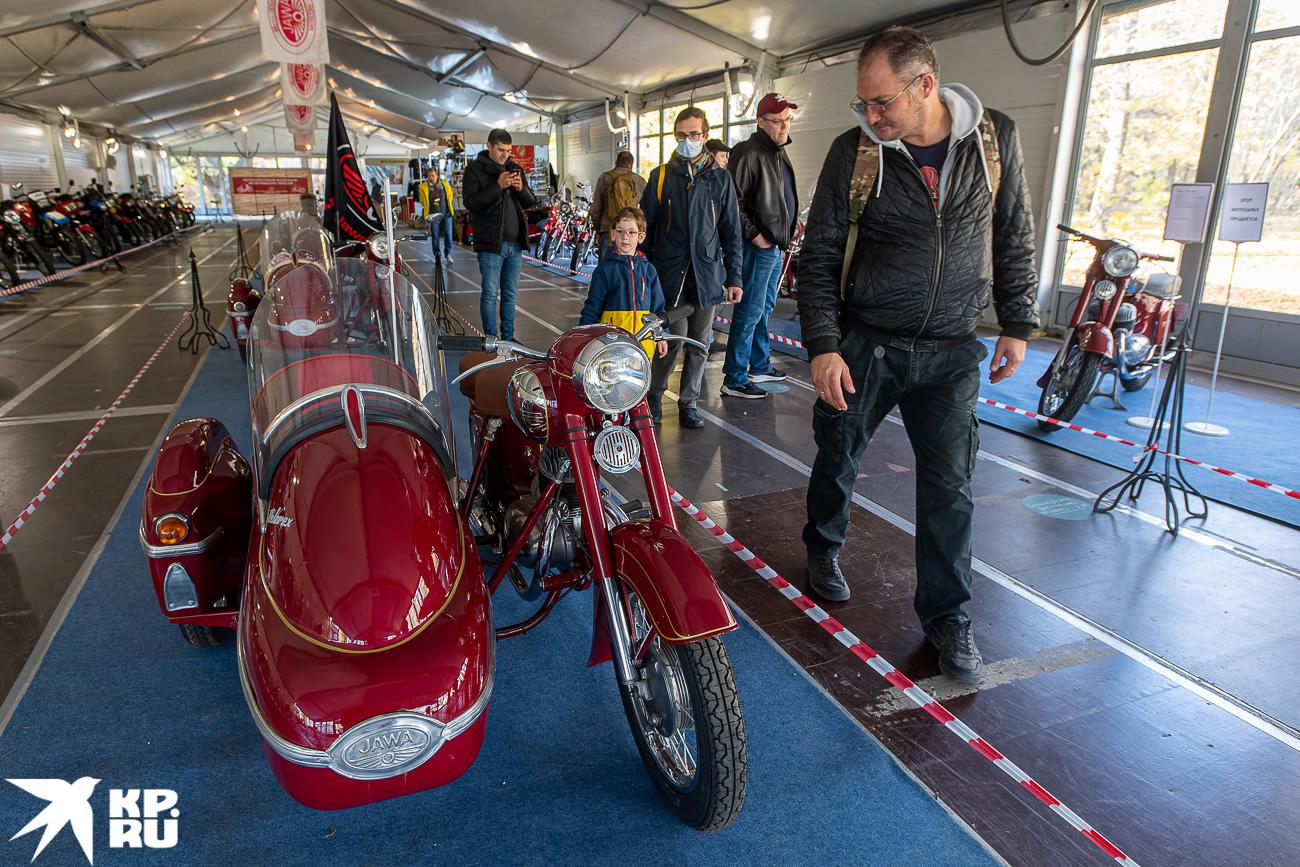 На выставке в «Сокольниках» представили редкие модели мотоциклов «Ява»