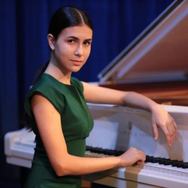23-й фортепианный концерт Моцарта в исполнении Александры Довгань