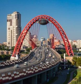 Живописный мост в Москве